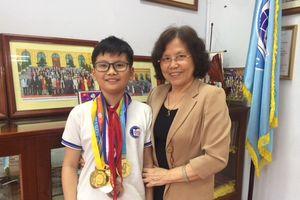 Cậu bé có duyên với huy chương vàng quốc tế
