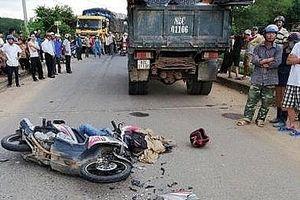 Va chạm xe tải, 2 cha con tử vong tại chỗ