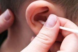 Những thói quen dễ làm hỏng đôi tai