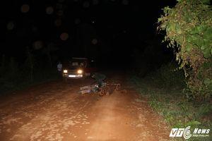 Chở gỗ bằng xe máy từ rừng về, người đàn ông bị gỗ đè chết
