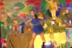 Nhảy sexy tại lễ Phật đản