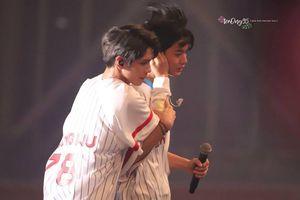 Giỡn nhau quá trớn trong concert, thành viên WANNA ONE bị thương và phải rời sân khấu lúc đang trình diễn