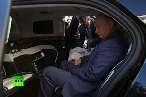 Ngồi thử siêu xe của Tổng thống Putin