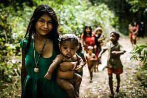 Những vùng đất kỳ lạ nhất thế giới: Vương quốc người tí hon đến bộ lạc người đà điểu