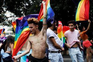 Khung cảnh ấn tượng của buổi diễu hành tự hào đồng tính lớn nhất thế giới