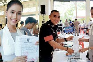 Hoa hậu chuyển giới Thái đi đăng ký nghĩa vụ quân sự