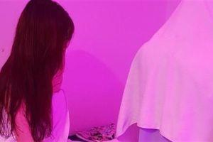 Sài Gòn: Tiếp viên quán massage khỏa thân chiều khách