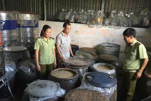 Cơ sở sản xuất rượu Hương Việt sử dụng nguyên liệu mốc?
