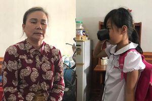 Bà nội học sinh bị phạt 'súc miệng' bằng nước giặt giẻ lau bảng sẵn sàng tha thứ cho cô giáo