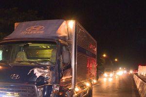 Vĩnh Long: Bị xe tải húc văng, người đàn ông tử vong thương tâm