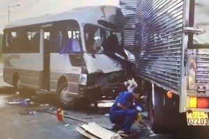 Xe khách va chạm với xe tải trên Quốc lộ, 16 người bị thương