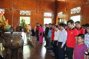 Các đội bóng tham dự vòng chung kết Press Cup 2018 dâng hương tại quê hương Bác Hồ