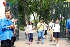 Đề thi vào lớp 10 chuyên Lý tại Hà Nội khiến thí sinh bất ngờ vì... dễ