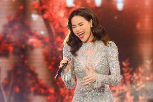 Gặp sự cố, Hồ Ngọc Hà vẫn cảm xúc khi hát 'Cả một trời thương nhớ'