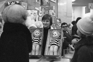 Chùm ảnh: Khám phá cửa hàng đồ chơi trẻ em hàng đầu thời Liên Xô