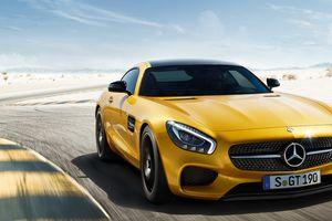Mercedes AMG GT S: Cửa sổ panaroma, giá hơn 9 tỷ đồng