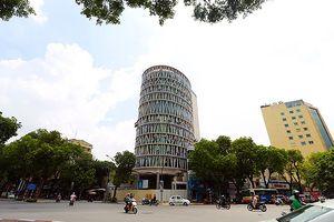 Ngỡ ngàng với hình ảnh 'tháp nghiêng Pisa' xuất hiện giữa Hà Nội