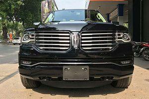 'Soi' xe sang Lincoln Navigator L giá 5,8 tỷ đồng tại hà Nội