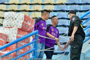 CĐV Hà Nội FC sẵn sàng cho 'cơn mưa trắng' trên sân Hàng Đẫy