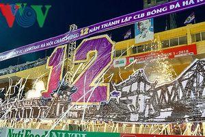 CĐV Hà Nội FC tạo 'cơn mưa trắng', căng băng rôn mừng kỷ niệm 12 năm