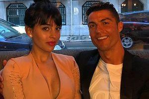 Vóc dáng gợi cảm của người mẫu sinh con cho Cristiano Ronaldo