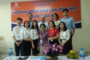 SV khoa Dược ĐH Đại Nam tự tin trình bày kết quả nghiên cứu tiếng Anh