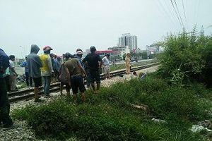 Thanh Hóa: Cố băng qua đường sắt, đôi nam nữ bị tàu cán tử vong
