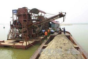 Ba tỉnh bàn biện pháp ngăn chặn khai thác cát trái phép trên sông giáp ranh