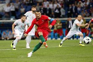 Hat-trick của Cristiano Ronaldo cứu Bồ Đào Nha thoát thua ngoạn mục