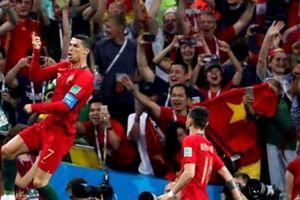 Cờ Việt Nam tung bay ở khoảnh khắc Ronaldo lập hat-trick vào lưới Tây Ban Nha