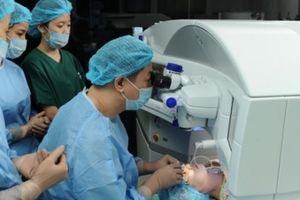 Phẫu thuật khúc xạ mắt LASIK có thực sự an toàn?