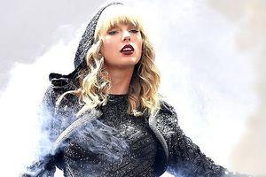 Taylor Swift khoe dáng đẫy đà với trang phục bó sát trên sân khấu