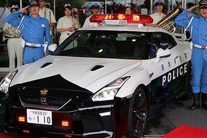 Đại gia tặng siêu xe Nissan GT-R tiền tỷ cho cảnh sát Nhật Bản