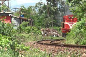 Tự động lắp loa cảnh báo an toàn đường sắt