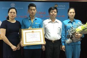 Hà Nội tặng danh hiệu Người tốt việc tốt cho nhân viên hàng không trả lại gần 1,1 tỷ đồng