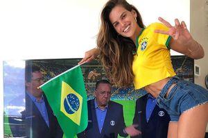 Bạn gái siêu mẫu của thủ môn tuyển Đức gửi lời chúc may mắn đến Brazil