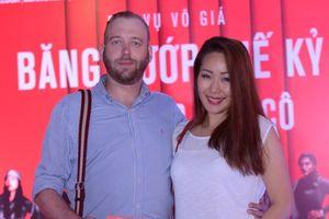Hoa hậu Ngô Phương Lan hạnh phúc bên chồng Tây