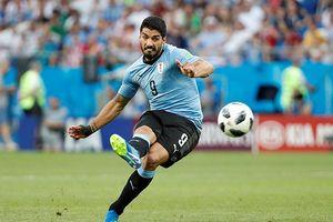 Suarez lập công, Uruguay chính thức giành vé đi tiếp tại bảng A
