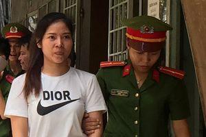'Bóng hồng' tham gia sản xuất hàng giả lĩnh 4 năm tù