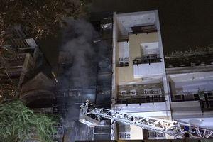 Khám nghiệm hiện trường vụ cháy nhà 5 tầng ở Hải Thượng Lãn Ông