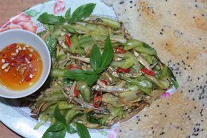 Khế chua trộn cá cơm khô