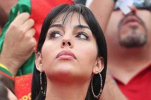 '50 sắc thái' của bạn gái Ronaldo trong ngày Bồ Đào Nha thắng Morocco