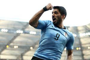 Suarez đi vào lịch sử bóng đá Uruguay trong ngày đặc biệt