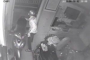Chủ nhà mê World Cup, kẻ trộm thản nhiên vào nhà 'dọn' sạch tài sản