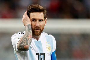 Nhìn Ronaldo tỏa sáng, Messi có muốn chơi bóng cho Bồ Đào Nha?