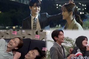 'Gào thét' với những khoảnh khắc hậu trường ngọt như mật của phim Hàn tháng sáu - Bạn sẽ ngã gục trước cặp đôi nào?