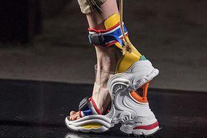 Mẫu giày cao gót dáng sneakers gây sốt tại tuần lễ thời trang