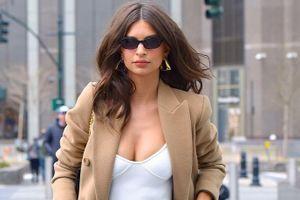 Thời trang sexy của người mẫu bốc lửa Emily Ratajkowski