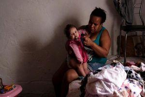 Chật vật cuộc sống người vô gia cư Brazil trong nhà máy bỏ hoang