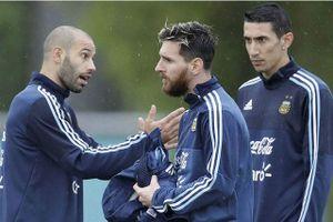 Messi 'đảo chính' ở tuyển Argentina, HLV Sampaoli thành bù nhìn